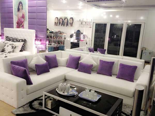 Cùng ngắm nội thất màu tím mộng mơ của người mẫu Ngọc Trinh