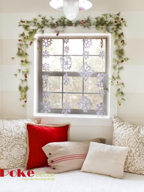 Trang trí cửa sổ đơn giản đón giáng sinh