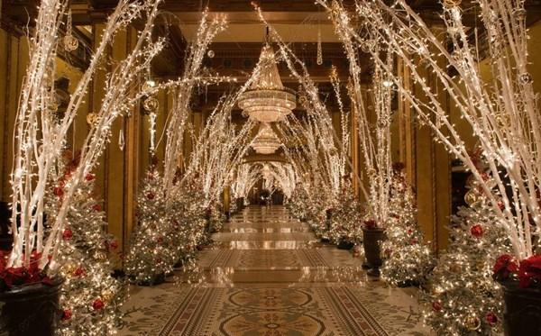 Ngắm những khách sạn năm sao trang trí giáng sinh