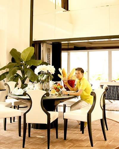 Phòng ăn xa hoa của nhà sao Việt